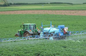 Crop_spraying,_Bromsash_-_geograph.org.uk_-_1367703